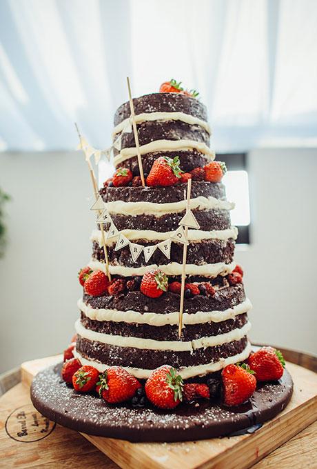 Dark-Wedding-Cakes-Golden-Hour-Studios